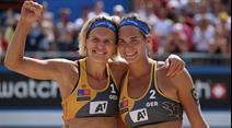 Deutsches Siegerduo Laura Ludwig (l) und Kira Walkenhorst.