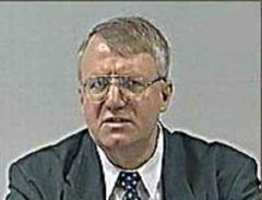 Vojislav Seselj stellte sich im Februar 2003 dem UNO-Tribunal.