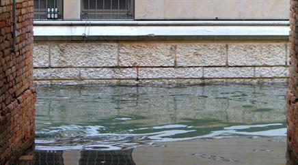 In der Kleinstadt Alcira südlich von Valencia fiel wegen des Hochwassers der Unterricht an den Schulen aus. (Symbolbild)