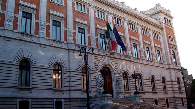 Der Kampf der italienischen Regierung gegen die Verschuldung zeigt leicht positive Auswirkungen.