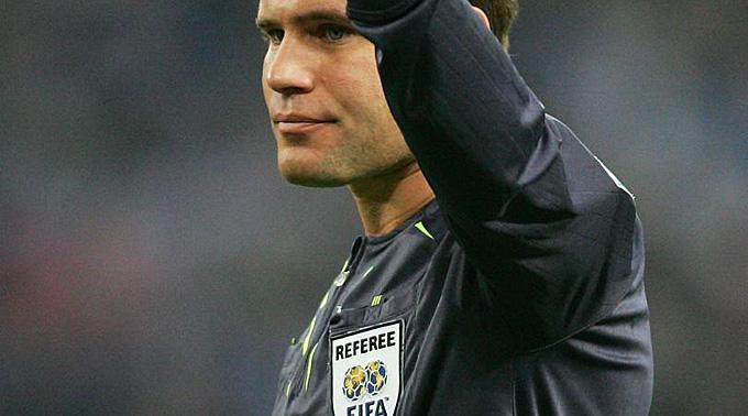 Schiedsrichter Felix Brych steht unter besonderer Beobachtung.