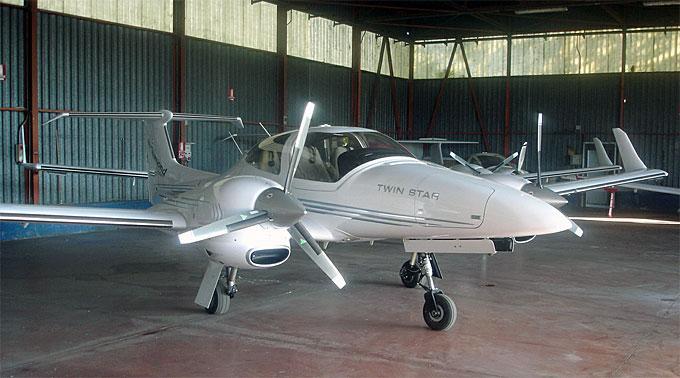 Ein Sportflugzeug des Typs Diamond DA 42.