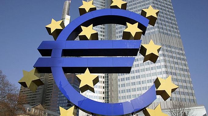 EZB-Präsident Draghi kündigt Staatsanleihen-Kaufprogramm an.