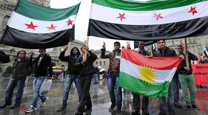 Zur Kundgebung aufgerufen hatten Exilsyrer zusammen mit linken Bewegungen und Menschenrechtsgruppen.