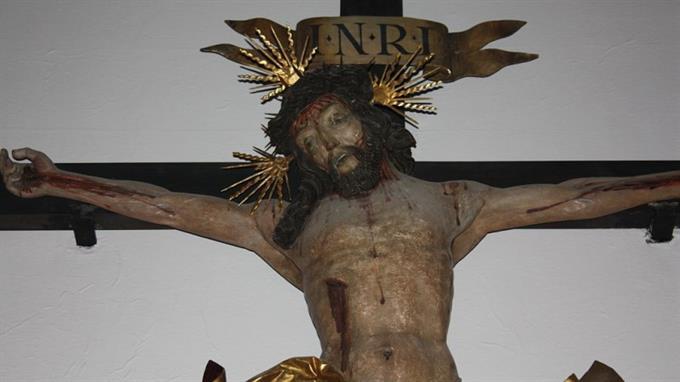 Christliches Kreuz, in dem Kinder ihre Wurzeln erkennen sollen...
