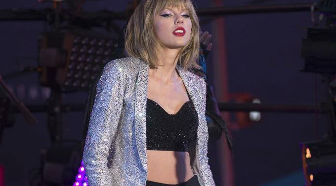 Mama Swift übergab ihrer Tochter den Award.
