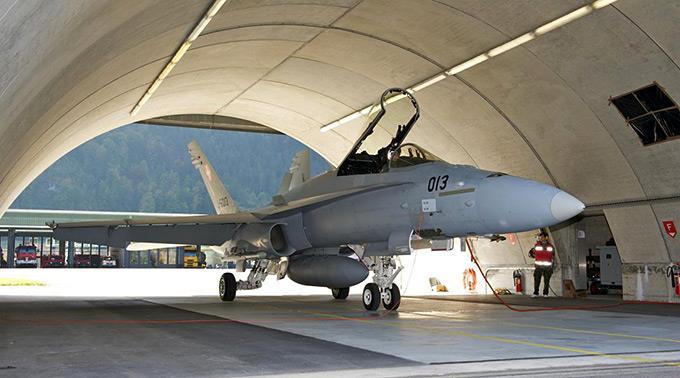 Bern solle künftig «solch riskante Aktionen» unterlassen. Bild: FA-18-Kampfjet.