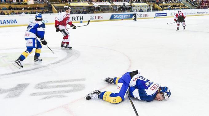 Gregory Sciaroni liegt verletzt am Boden.