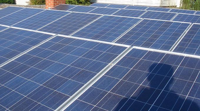 Solarmodule: Forscher wollen defektfreie Zellen.